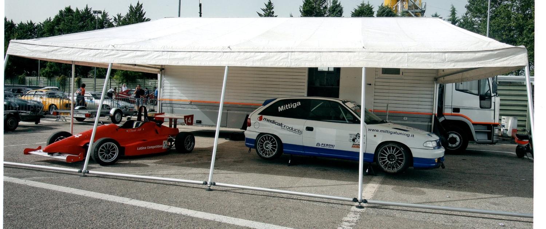 Tenda per assistenza in pista con autovetture